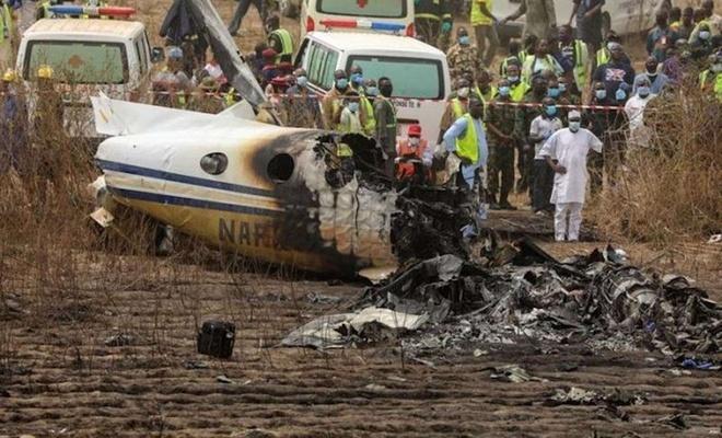 Nijerya'da uçak düştü: Genel Kurmay Başkanı öldü