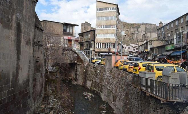 """""""Tarihi cami ve yapıların yıktırılacağı"""" iddiasına Bitlis Valiliğinden açıklama"""