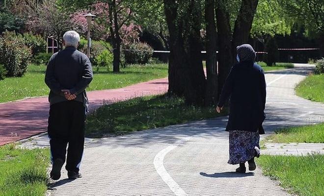 65 yaş üstündekilere getirilecek kısıtlama ertelendi