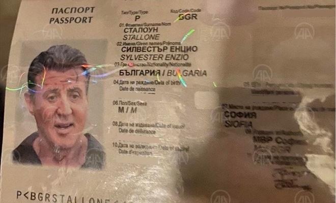 """Bu da oldu! Kalpazanlar """"Rambo"""" adına sahte pasaport düzenledi"""