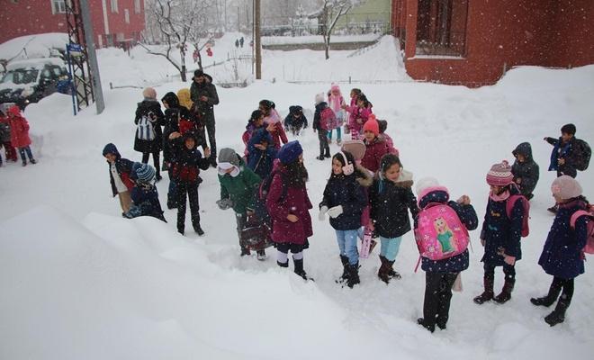 Adıyaman'ın iki ilçesinde eğitime kar engeli