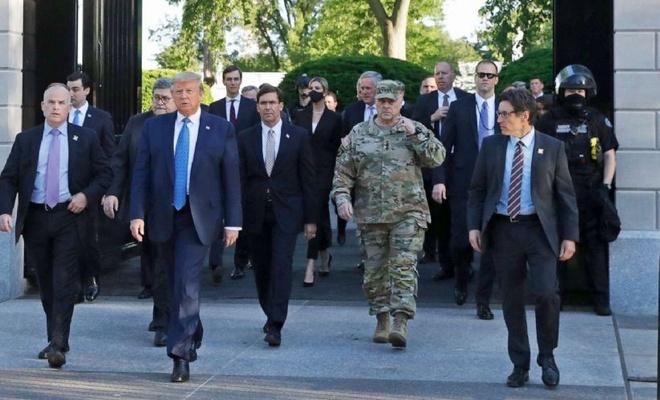 'Trump Orduyu Sokağa Dökebilir' Korkusu