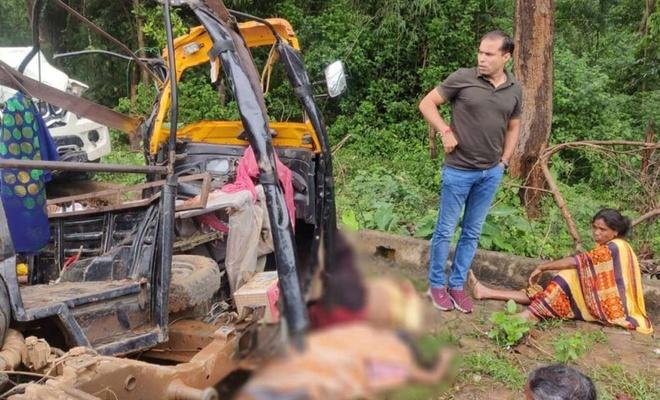 Hindistan'da cenazeden dönen araç kaza yaptı: 7 ölü 8 yaralı