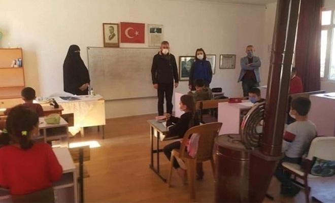 Kemalist'lerin İhbarıyla Çarşaflı Bayana Soruşturma Açıldı!