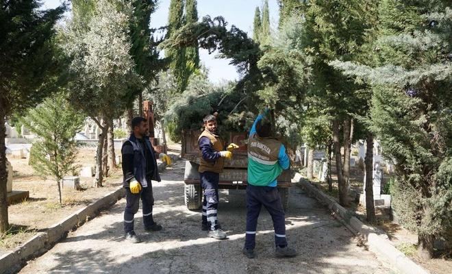 Mezarlıklarda Ramazan ayı bakımı yapıldı