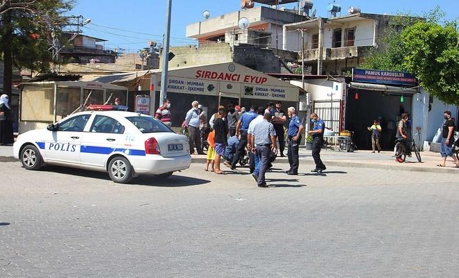 Adana'da tır motosiklete çarptı: Bir çocuk vefat etti
