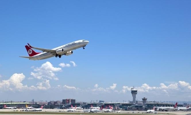 Tatilin ilk günü 750 bin yolcu havadaydı