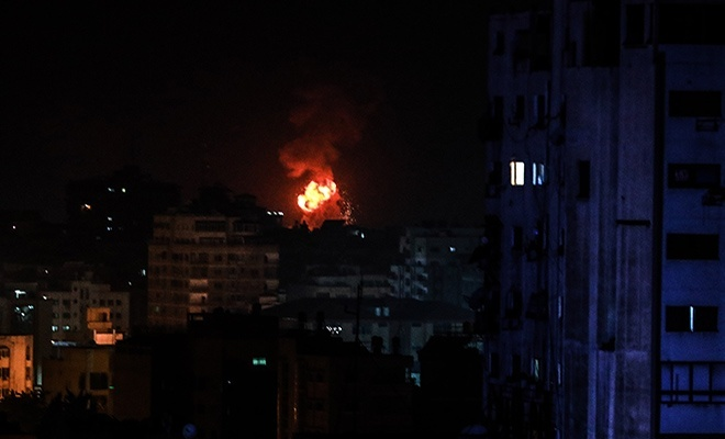 Terörist çeteden Gazze'ye hava saldırısı
