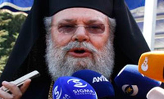 Kıbrıs Rumlarının dini lideri baklayı ağzından çıkardı!