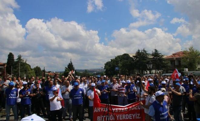 Tüpraş işçisi Koç Holding önünde eylemde