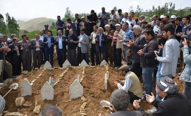 Yüksekova'da hayatını kaybedenler toprağa verildi