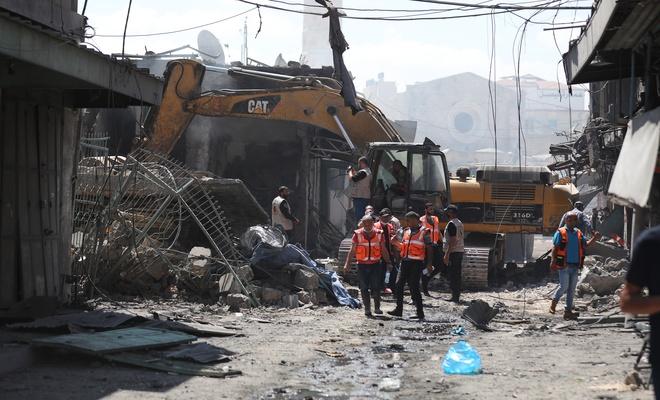 Gazze'de bir evde nedeni bilinmeyen çok şiddetli patlama