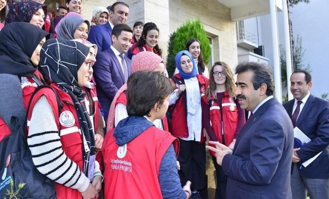 """""""Damla"""" projesi kapsamında gönüllü gençler Diyarbakır`da"""