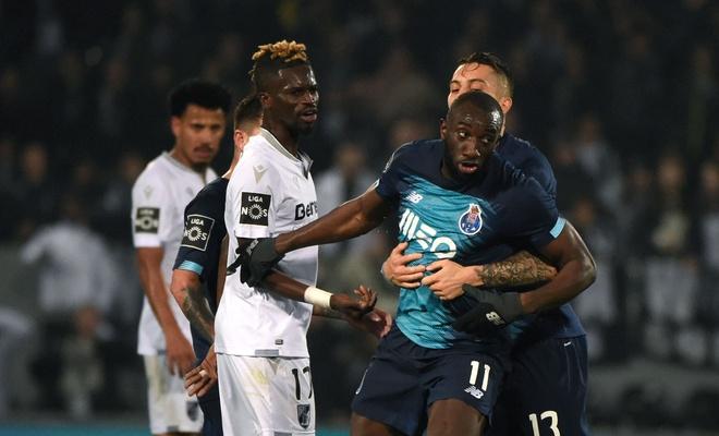 Portekiz'de ırkçılığa tepki gösteren futbolcu sahayı terk etti