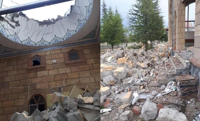 Aksaray'ı fırtına vurdu, bir minare yıldı