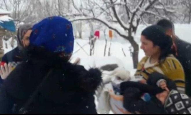 Ayağı yanan çocuğun imdadına kar temizleme ekipleri yetişti