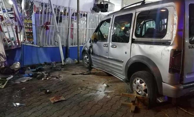 Şanlıurfa'da hafif ticari araç markete daldı: 7 yaralı