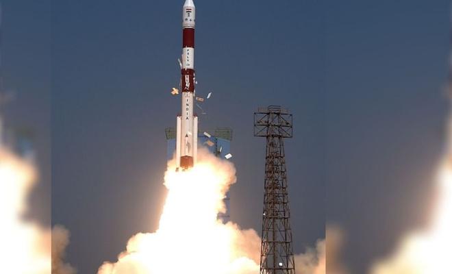 """Hindistan, Brezilya'nın """"Amazonia-1"""" yer gözlem uydusunu uzaya fırlattı"""