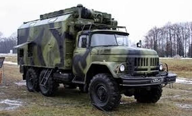 Askeri kamyonlar depremzedelerin eşyasını taşıyacak