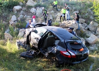 Meydana gelen kazada 2 ölü, 3 yaralı