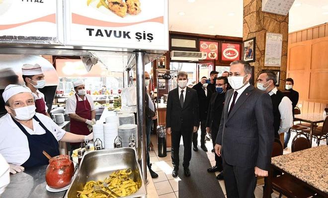 İstanbul Valisi Yerlikaya Sultanahmet bölgesinde denetimlerde bulundu