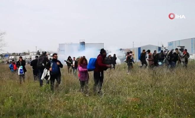 Yunanistan'da mültecilerle polis arasında çatışma