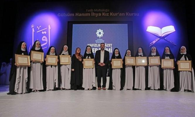 İstanbul`da 30 hafize taç giydi