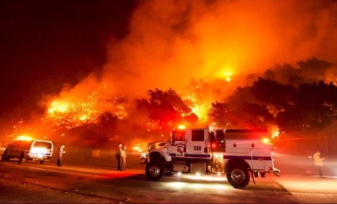 ABD'nin California eyaletinde 3 haftadır devam eden orman yangını tekrar büyümeye başladı