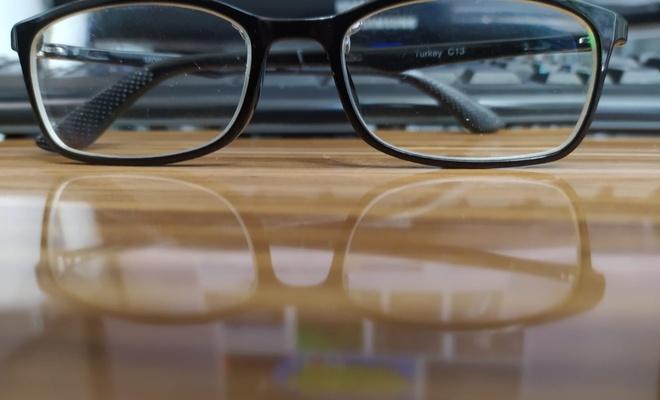40 yaşından sonra yakın ve uzakta gözlükten kurtaran teknoloji