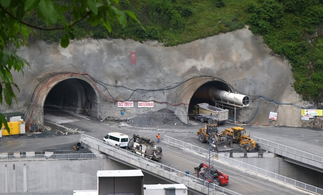 Avrupa'nın en uzun çift tüplü karayolu tünelinde sona doğru