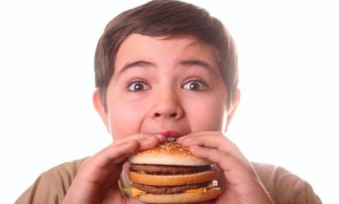 Obez çocuk sayısı hızla artıyor