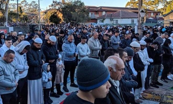 On binlerce Müslüman yağmur duasına çıktı