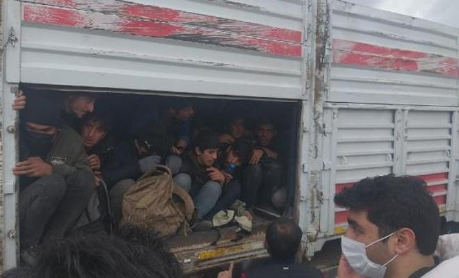 TIR'ın karıştığı kazada 114 kaçak göçmen çıktı