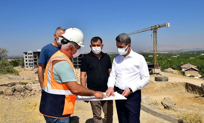 Malatya Valisi Baruş, depremzedeler için yapılan konut projelerini inceledi
