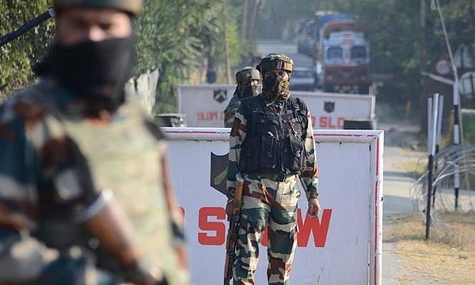 Hindistan`da bombalı saldırı: 4 ölü