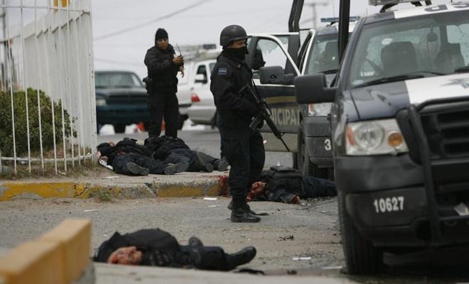 Meksika'da çatışma: 12 uyuşturucu karteli üyesi öldürüldü