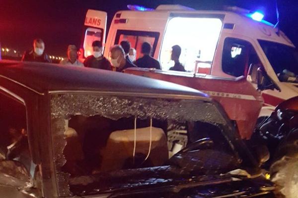 Traktör ile otomobilin karıştığı kazada 5 kişi yaralandı