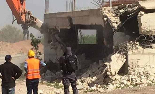 İşgal belediyesi Filistinli ailenin evini ikinci kez yıktı
