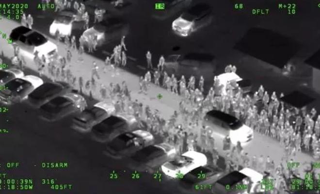 ABD'de 3 bin kişi sokak partisi yaptı, müdahale eden polise ateş açıldı