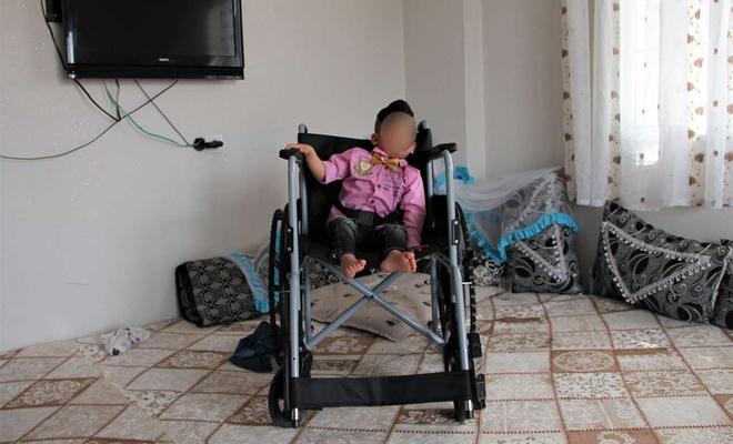Silopi'de 5 ihtiyaç sahibi engelliye tekerlekli sandalye hediye edildi