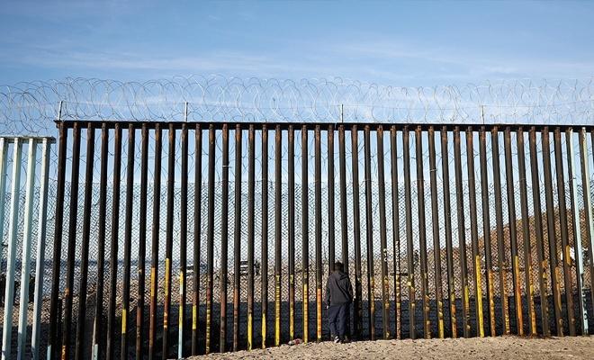 ABD Meksika sınırına asker yığıyor