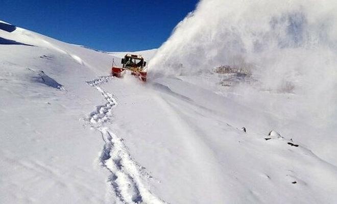 Üç ilde kar nedeniyle yüzlerce yerleşim birimine ulaşım sağlanamıyor