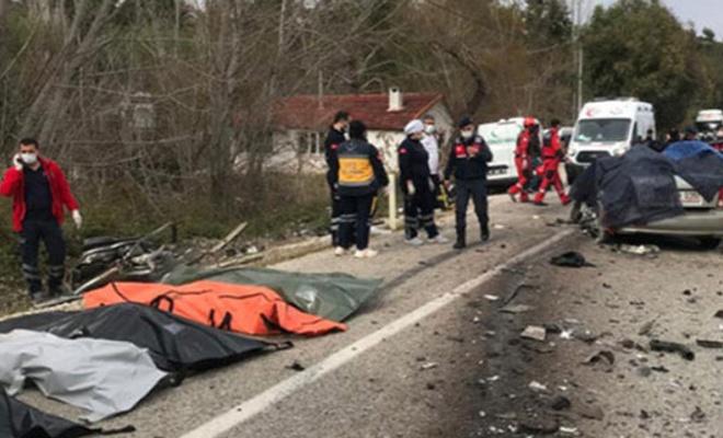 Tır ile otomobil kazasında ölen 5 kişinin kimliği tespit edildi