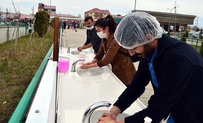 Hastane önünde koronavirüs kaynaklı yeni uygulama