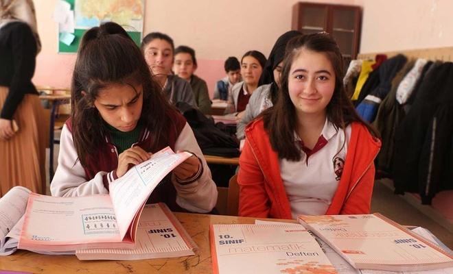 Kızılay'dan lise öğrencilerine yardımcı kaynak desteği