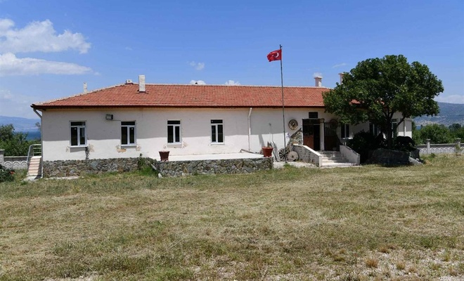 Köylüler atıl duruma gelen okul binasını kültürlerini tanıtan müzeye çevirdi
