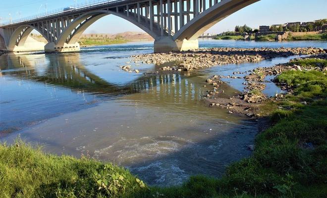 Dicle Nehri kanalizasyon sularıyla kirletiliyor