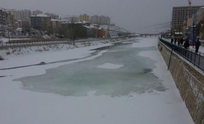 Çoruh Nehri dondu