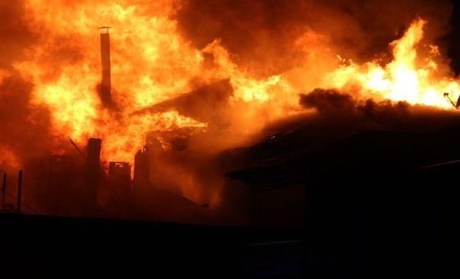 Amazon deposunda yangın
