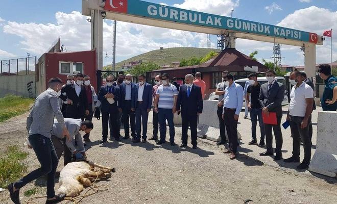 Gürbulak Sınır Kapısı'nın açılışına sevinen ihracatçılar kurban kesti